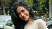 Jessica Iskandar termasuk artis yang cinta damai, namun demikian ia tetap berkicau di instagram.