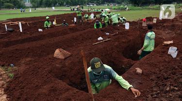 FOTO: Sebagian Lahan TPU Bambu Apus Digunakan Untuk Pemakaman Jenazah dengan Protokol COVID-19