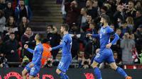 Striker timnas Italia, Lorenzo Insigne, merayakan gol yang dicetak ke gawang timnas Inggris dalam laga uji coba di Stadion Wembley, Rabu (28/3/2018) dini hari WIB. (AP Photo/Alastair Grant)