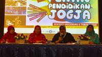 Narasumber penyelenggara Pekan Pendidikan Jogja saat memberikan keterangan pada wartawan. (Foto: Harminanto/KRJogja.com)