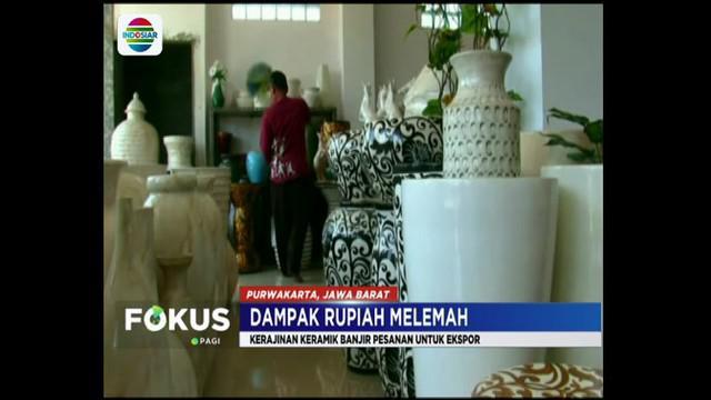 Tekanan mata uang dolar Amerika terhadap rupiah ternyata berdampak positif bagi para pengusaha keramik di Purwakarta, Jawa Barat.