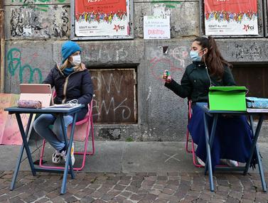 Protes Penutupan Sekolah di Italia utara