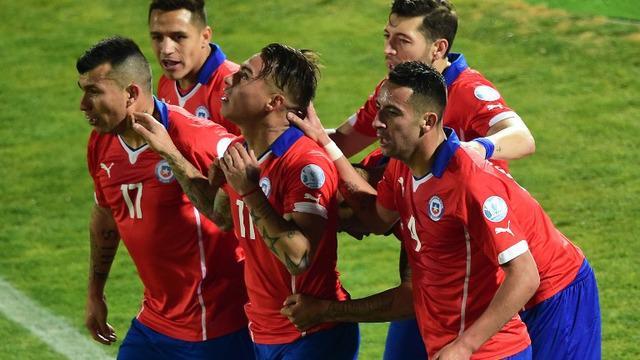 Dua gol Eduardo Vargas membawa Cile ke Final Copa America 2015.  Ini adalah final kedua bagi Cile sejak terakhir kali mencapai final di tahun 1955.
