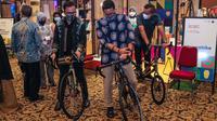Menteri Pariwisata dan Ekonomi Kreatif (Menparekraf) Sandiaga Uno mengunjungi pameran di Apresiasi Kreasi Indonesia (AKI) 2021 di Gedung Puri Begawan, Kota Bogor, Minggu (17/10/2021).