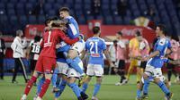 Para pemain Napoli merayakan kemenangan 4-2 dalam drama adu penalti kontra Juventus di final Coppa Italia 2019-2020 di Stadion Olimpico, Roma. (AP Photo/Andrew Medichini)