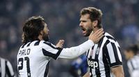 Pemain Juventus Andrea Pirlo dan Fernando Llorente rayakan gol ke gawang Atlanta (REUTERS/Giorgio Perottino)
