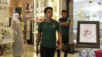 Pemain Timnas Indonesia, Bagas Adi, saat berada di Hotel Al Meroz, Bangkok, Kamis, (15/11). Hotel bernuansa Islami itu menjadi tempat penginapan Indonesia jelang laga Piala AFF 2018 melawan Thailand. (Bola.com/M. Iqbal Ichsan)