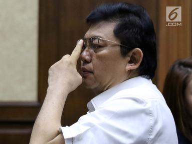 Terdakwa dugaan menghalangi proses penyidikan KPK terhadap Eddy Sindoro, Lucas bersiap mengikuti sidang lanjutan di Pengadilan Tipikor Jakarta, Kamis (24/1). Sidang mendengar keterangan dua orang saksi dari JPU KPK. (Liputan6.com/Helmi Fithriansyah)