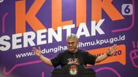 Ketua KPU, Arief Budiman memberikan sambutan dalam acara peluncuran Gerakan Klik Serentak (GKS) di kantor KPU, Jakarta, Rabu (15/7/2020). KPU meluncurkan GKS sebagai tanda dimulainya tahapan pencocokan dan penelitian (coklit) data pemilih untuk Pilkada Serentak 2020. (Liputan6.com/Faizal Fanani)