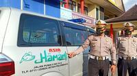 Mobil ambulans yang digunakan untuk hantaran pernikahan dibawa ke Mapolrestabes Palembang untuk ditilang (Liputan6.com / Nefri Inge)