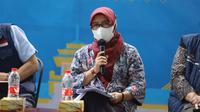 Plt Kepala Dinas Kesehatan Jabar Dewi Sartika bicara penambahan tempat tidur di rumah sakit rujukan COVID-19 dalam acara Jabar Punya Informasi, di Gedung Sate, Kota Bandung, Jumat (11/6/2021). (Foto: Dinkes Jabar)