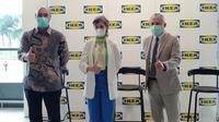 Presiden Direktur Indonesia Patrik Lindvall (kiri) dan Duta Besar Swedia untuk Indonesia, H.E. Marina Berg (tengah) menghadiri acara peresmian IKEA Kota Baru Parahyangan. (Liputan6.com/Huyogo Simbolon)
