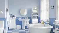 Bersihkan kamar mandi agar tamu yang datang merasa nyaman saat berkunjung (Sumber foto: rumahminimalis)