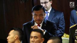 Kepala Badan Inteligen Negara (BIN) Budi Gunawan menghadiri pelantikan anggota DPR RI di Kompleks Parlemen, Senayan, Jakarta, Selasa (1/10/2019). Sebanyak 575 anggota DPR terpilih dan 136 orang anggota DPD terpilih diambil sumpahnya pada pelantikan tersebut. (Liputan6.com/Johan Tallo)