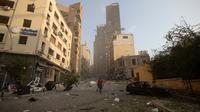 Setelah ledakan dahsyat di Beirut, Lebanon, Selasa (4/8/2020). Kepala Keamanan Umum Lebanon Abbas Ibrahim menyatakan ledakan tersebut berasal dari 2.700 ton amonium nitrat yang telah ditimbun selama enam tahun di gudang pelabuhan. (AP Photo/Hassan Ammar)