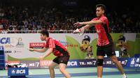 Ganda campuran Indonesia Tontowi Ahmad/Liliyana Natsir menyingkirkan pasangan Jepang, Kenichi Hayakawa/Misaki Matsutomo, di perdelapan final BCA Indonesia Open Superseries 2015 (Humas PP PBSI)