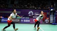 Ganda putri Indonesia Della Destiara Haris / Rizki Amelia Pradipta kalah dari pasangan Jepang Misaki Matsutomo / Ayaka Takahashi pada partai keempat semifinal bulu tangkis beregu Asian Games 2018. (Humas PP PBSI)