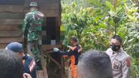 Aparat bersama warga saat mendatangi lokasi kejadian di wilayah Kabupaten Bolmong.