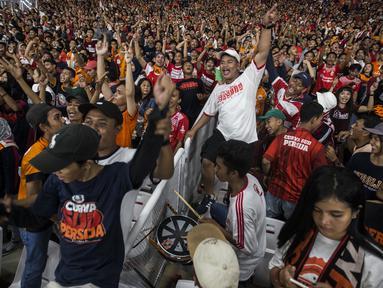 Suporter Persija Jakarta, The Jakmania, memberikan dukungan saat melawan Johor Darul Ta'zim pada laga Piala AFC di SUGBK, Jakarta, Selasa (10/4/2018). Persija menang 4-0 atas JDT. (Bola.com/Vitalis Yogi Trisna)