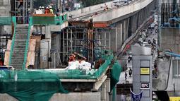 Penampakan Jalur 5A Light Rail Transit (LRT) Kelapa Gading-Velodrome, Jakarta, Kamis (19/4). Jalur 5A LRT Kelapa Gading-Velodrome sepanajang 5,8 kilometer. (Merdeka.com/Iqbal Nugroho)