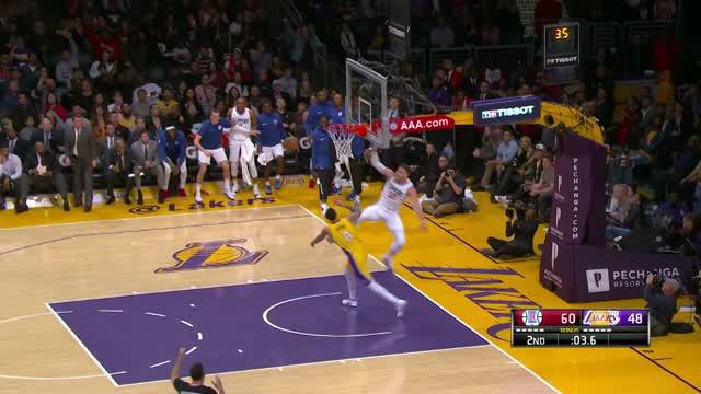 Berita video game recap NBA 2017-2018 antara LA Clippers melawan LA Lakers dengan skor 121-106.