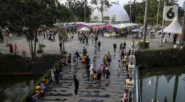 Suasana saat warga berlibur di salah satu mal di Jakarta, Sabtu (15/5/2021). Libur Lebaran dimanfaatkan sebagian warga Jakarta yang tidak dibolehkan mudik untuk berekreasi ke mal. (Liputan6.com/Johan Tallo)
