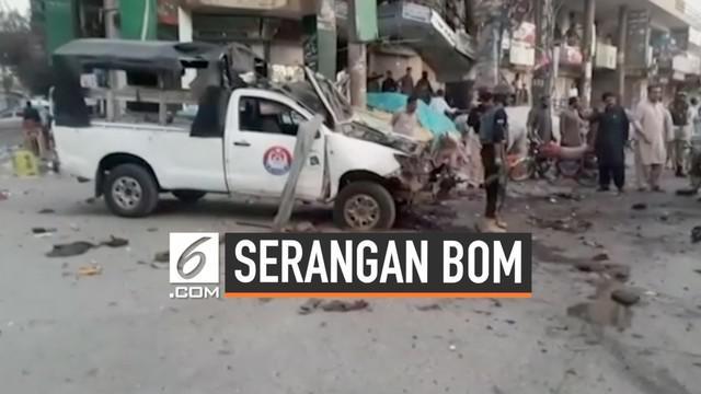 Bom meledak di Quetta pada Selasa (30/7) malam. Bom menghajar sebuah mobil polisi yang menyebabkan 4 orang tewas.