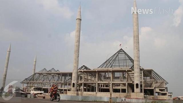 Sebelum cuti pilkada putaran kedua, Ahok dan Djarot memberikan nama pada Masjid Raya DKI Jakarta dengan nama Masjid KH Hasyim Asyari.