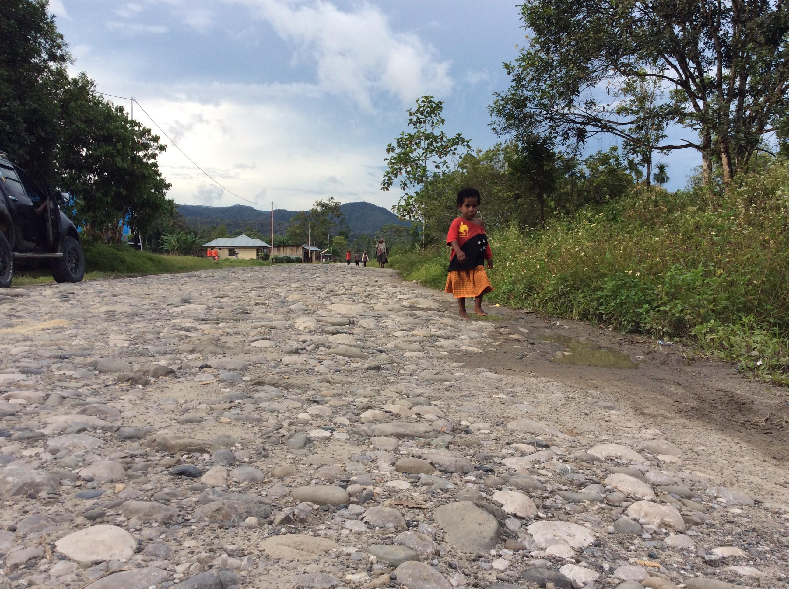 Salah satu ruas jalan di Kabupaten Yalimo. (Liputan6.com / Katharina Janur)
