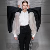 Simak koleksi Givenchy Couture yang terinspirasi dari Kate Middleton (Foto: Instagram/latestbeautystyles)