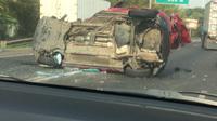 Kecelakaan di tol Jakarta-Tangerang membuat 2 mobil rusak parah. (Foto;Istimewa)
