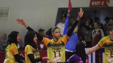 Pemain asing Jakarta PGN Popsivo Polwan Gina Mambru (tengah) di Proliga 2020. (foto: PBVSI)