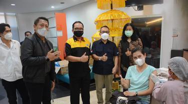 Vaksinasi Pekerja Perbankan di Denpasar