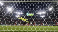 Pemain Italia, Lorenzo Insigne mencetak gol kedua timnya ketika pertandingan Perempatfinal Euro 2020 melawan Belgia yang berlangsung di Allianz Arena, Jerman pada Jumat (02/06/2021). (AP/Pool/Matthias Schrader)