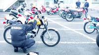 Perawatan rutin motor lawas Yamaha di Jepang. (yamaha_bike)