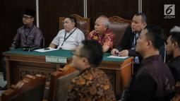 Kuasa hukum tergugat II dari (DPP Partai Gerindra) dan tergugat III (BPN Prabowo-Sandi) mengikuti sidang lanjutan di PN Jakarta Selata, Selasa (19/3). Sidang tersebut ditunda kembali hingga minggu depan. (Liputan6.com/Faizal Fanani)