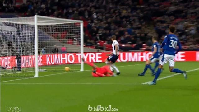 Tottenham Hotspur menang secara meyakinkan atas tamunya Everton dengan skor 4-0 tanpa balas pada laga Sabtu (13/1) berkat gol Heun...