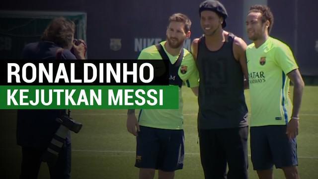 Ronaldinho tiba-tiba datang ke tempat latihan ke Barcelona sehingga mengejutkan Lionel Messi dkk.