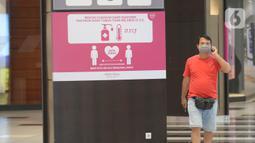 Pengunjung berjalan di AEON Mall setelah kembali dibuka untuk umum di BSD City, Kabupaten Tangerang, Banten, Kamis (13/8/2020). Pemkab Tangerang kembali membuka AEON Mall BSD setelah lebih sepekan ditutup karena dua karyawan pusat perbelanjaan itu positif Covid-19. (merdeka.com/Dwi Narwoko)