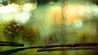 Saat wiper macet ketika turun hujan, pandangan pengemudi pun menjadi sedikit buram dan mengganggu perjalanan.