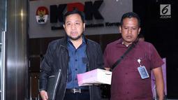 Terpidana korupsi E-KTP, Setya Novanto (kiri) usai menjalani pemeriksaan di Gedung KPK, Jakarta, Kamis (12/9/19). SN diperiksa sebagai saksi kasus tindak pidana korupsi Pengadaan Paket Penerapan E-KTP dengan tersangka Dirut PT Sandipala Arthaputra Paulus Tannos. (Liputan6.com/Helmi Fithriansyah)