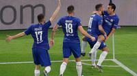 Gelandang Chelsea, Pedro berselebrasi dengan rekan-rekannya usai mencetak gol ke gawang Arsenal pada pertandingan Final Liga Europa di stadion Olimpiade di Baku, Azerbaijan (30/5/2019). Chelsea berhasil mengalahkan Arsenal 4-1. (AP Photo/Dmitri Lovetsky)