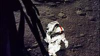 Alan Shepard meninggalkan bulan untuk pertama kalinya. (source: NASA)