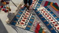 Ilustrasi karpet Photo by Sina Saadatmand on Unsplash