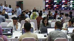 Peserta mengikuti kompetisi Trading Challenge 2017 di Bursa Efek Indonesia, Jakarta, Kamis (7/12). Kompetisi ini diharapan dapat menumbuhkan ketertarikan masyarakat untuk berinvestasi di pasar modal. (Liputan6.com/Angga Yuniar)