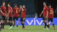 Reaksi pemain Spanyol usai pertandingan grup E Euro 2020 melawan Polandia di stadion La Cartuja di Seville, Spanyol, Sabtu (19/6/2021). Spanyol bermain imbang dengan Polandia dengan skor 1-1. (Lluis Gene/Pool via AP)