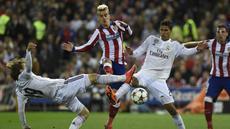 Pertandingan yang berlangsung di Estadio Vicente Calderon, Rabu (15/4/2015) dini hari WIB, berjalan sengit sejak menit awal. Namun, Real Madrid tampil lebih mendominasi. (AFP PHOTO/PIERRE-PHILIPPE MARCOU)
