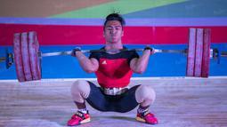 Deni yang pada Olimpiade Rio 2016 lalu tampil di kelas 77 kilogram kini memilih kelas 69 kilogram saat turun di PON XIX. (Bola.com/Vitalis Yogi Trisna)