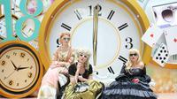 """Model-model cantik bergaya """"Alice in Wonderland"""" dengan koleksi kacamata dari brand fashion, Optik Seis."""