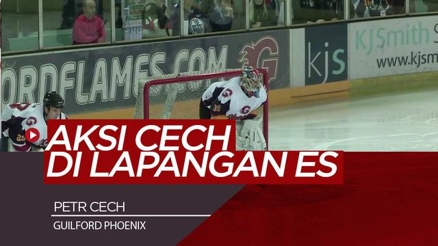 Berita Video Melihat Aksi Petr Cech Menjaga Gawang di Lapangan Es